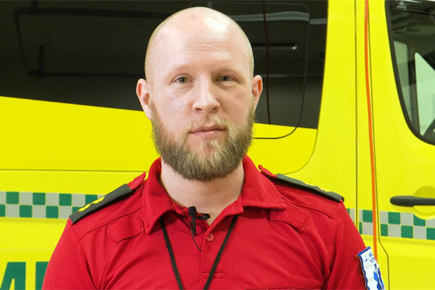 Ambulansearbeider Andreas Oldren. Foto.