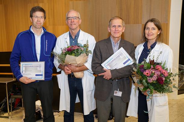 Bilde av Dalen, Wiseth, Sandvik og Østvik med blomster etter tildeling av CAG. Foto