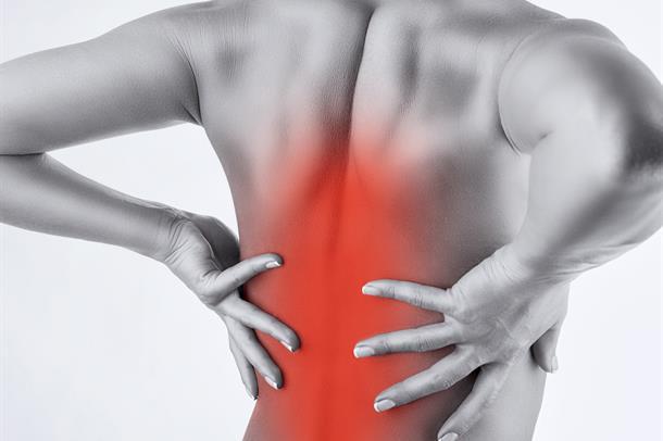 Bilde av en kvinnes rygg, med rødt merke som indikerer smerte. Vektorgrafikk.